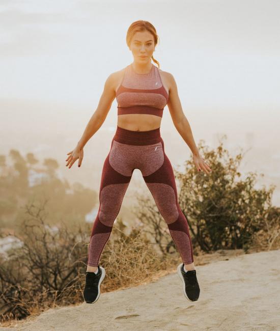 girl-squat-jump